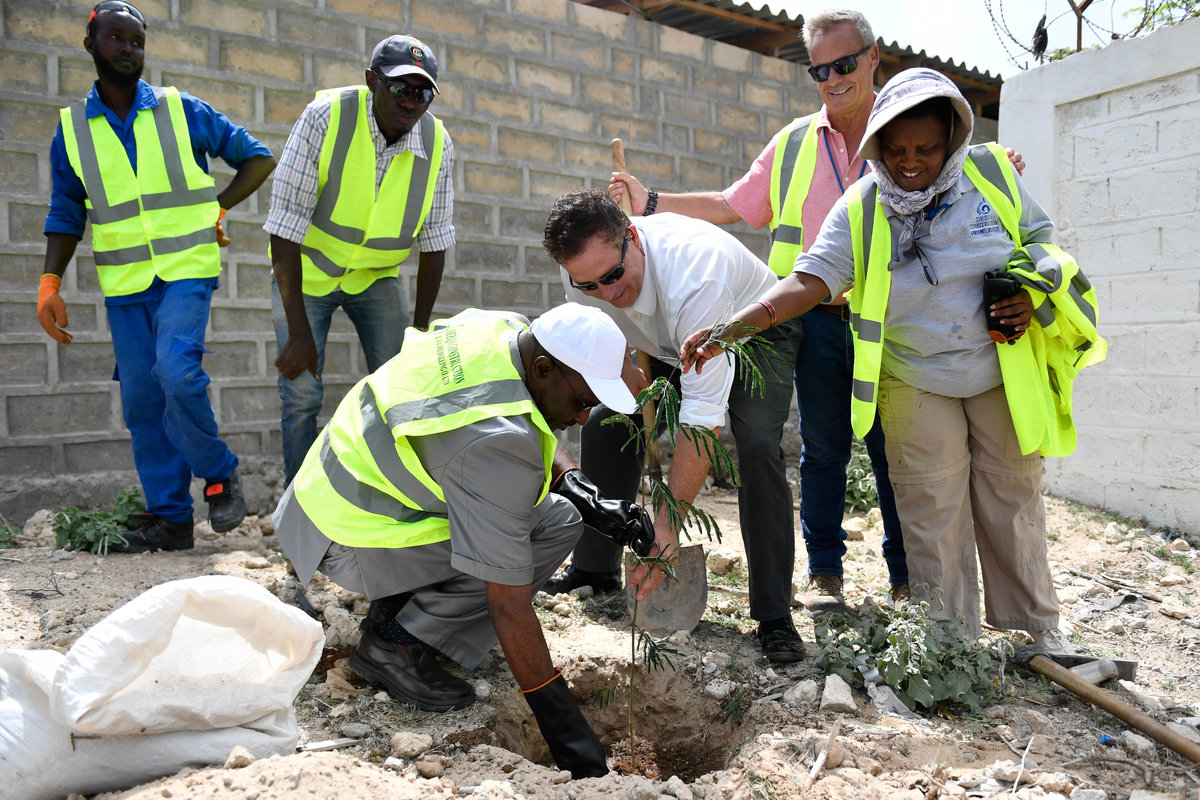 UNSOS Marks World Environment Day in Mogadishu | UNSOS
